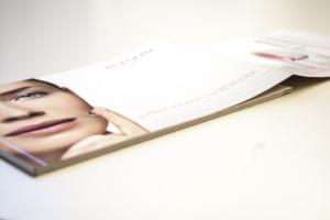 Broschüre Reviderm mit Klapper