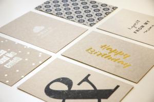 Postkarten Graupappe Heißfolie, Siebdruck